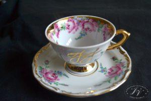 Čajový šálek S Monogramem Bohatě Zdobený Zlatem